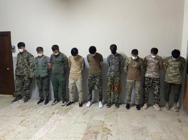 Zeytinburnu Kazlıçeşme Sahili'nde görüntülenen askeri kamuflajlı Afgan göçmenler yakalandı