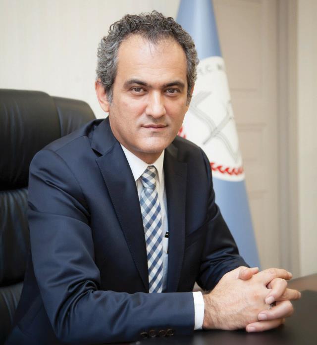 Milli Eğitim Bakanı Ziya Selçuk istifa etti, yerine Mahmut Özer atandı