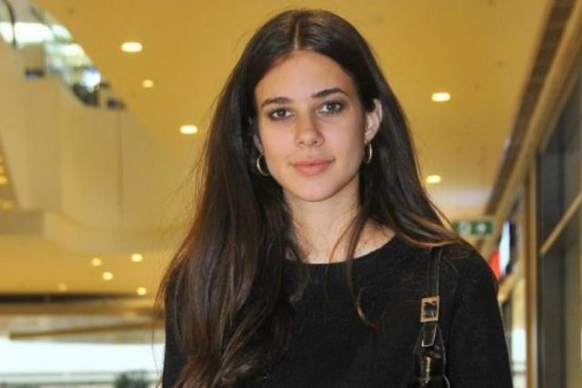 Defne Samyeli'nin pozlarıyla ortalığı kasıp kavuran kızı Deren Talu, estetik harikası çıktı