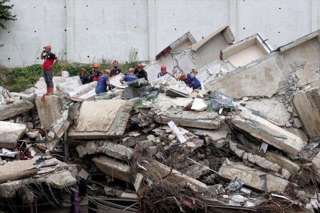 Son Dakika: Karadeniz'deki sel felaketinde bilanço ağırlaşıyor! Hayatını kaybedenlerin sayısı 27'ye yükseldi