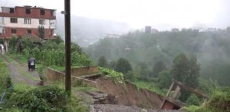 Hüseyin Kara: Çayeli'nde şiddetli yağışın ardından 3 katlı bina kayarak yan yattı