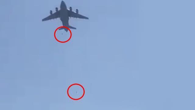 Fotoğrafı ABD Savunma Bakanlığı servis etti! 150 kişilik uçağa 640 Afgan bindi