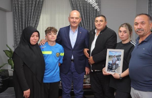 Son dakika... Bakan Soylu, Emirhan Yalçın'ın ailesini ziyaret etti