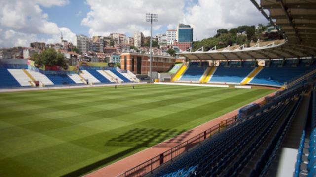 Stadın zeminini yetiştiremeyen Galatasaray, Recep Tayyip Erdoğan Stadı'na taşındı