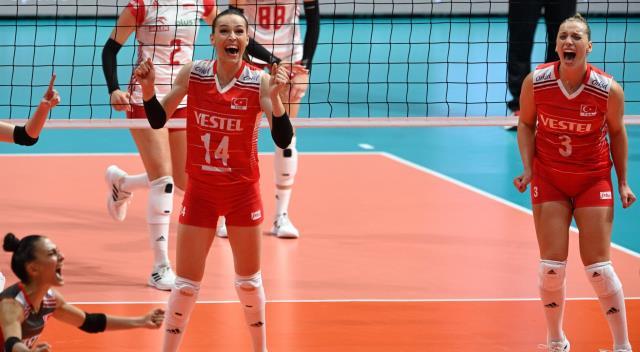 Son Dakika: Filenin Sultanları, Avrupa Voleybol Şampiyonası'nda çeyrek finalde Polonya'yı 3-0 mağlup ederek yarı finale yükseldi