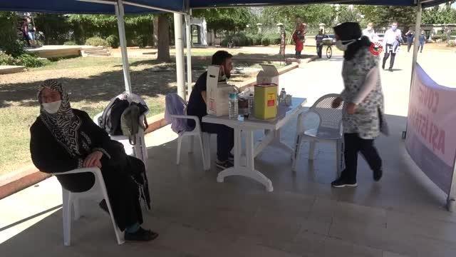 Camilere seyyar aşı stantları kuruldu