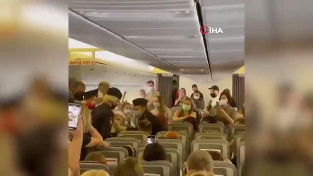 Moskova Antalya uçağında maskesiz yolcunun gözaltına alınması alkışlandı