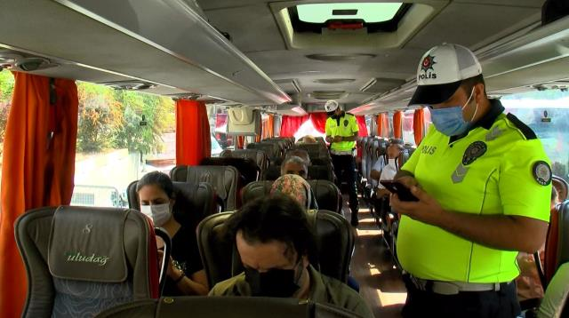 Aşı ve PCR testi zorunluluğu sonrası denetimler sıklaştı! Yolcular tek tek otobüslerden indirildi