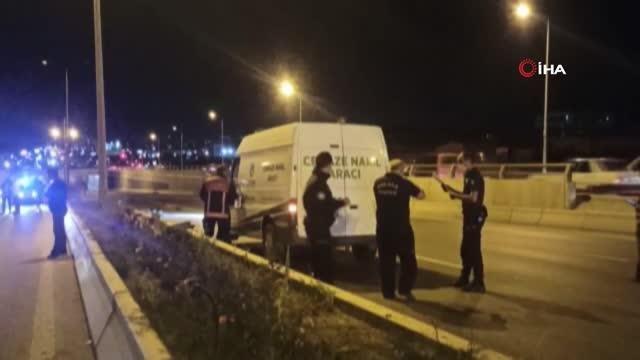 Başkent'te kaza yaptıktan sonra arkadan gelen araçları uyaran şahsa 2 otomobil çarptı