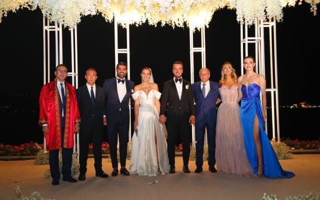 Fenerbahçe Beko'nun kaptanı Melih Mahmutoğlu ile Damla Çakıroğlu evlendi! Obradovic şahitleri oldu