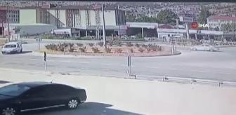 Ağrı: Son dakika 3. sayfa: Amasya'da otomobil ile traktör çarpıştığı feci kaza kamerada