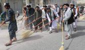 Hükümeti kuran Taliban'ın ilk icraatı süpürgeleri kapıp Afganistan sokaklarını temizlemek oldu