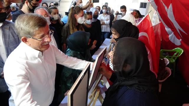 Diyarbakır Anneleri ziyaretinde 'HDP'ye destek vermeyin' sözlerine çok kızan Davutoğlu, ailelerle tartıştı