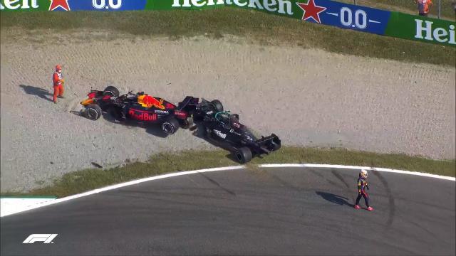 Formula 1'de tarihi kaza! Max Verstappen, Lewis Hamilton'ın üstüne çıkınca iki pilot da yarış dışı kaldı