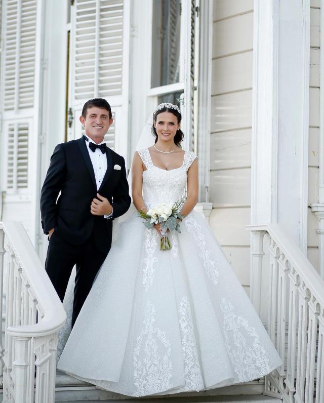 3 sene önce nikah masasına oturan Fatoş Kabasakal ve Erkan Kayhan düğün yaptı