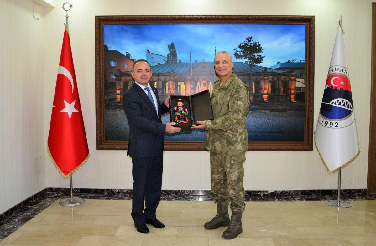 3. Ordu Komutanı Korgeneral Türkgenci, Ardahan Valisi Öner'i ziyaret etti