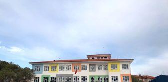 Deprem: 9 ayda yeniden inşa edilen okulda ders zili çaldı