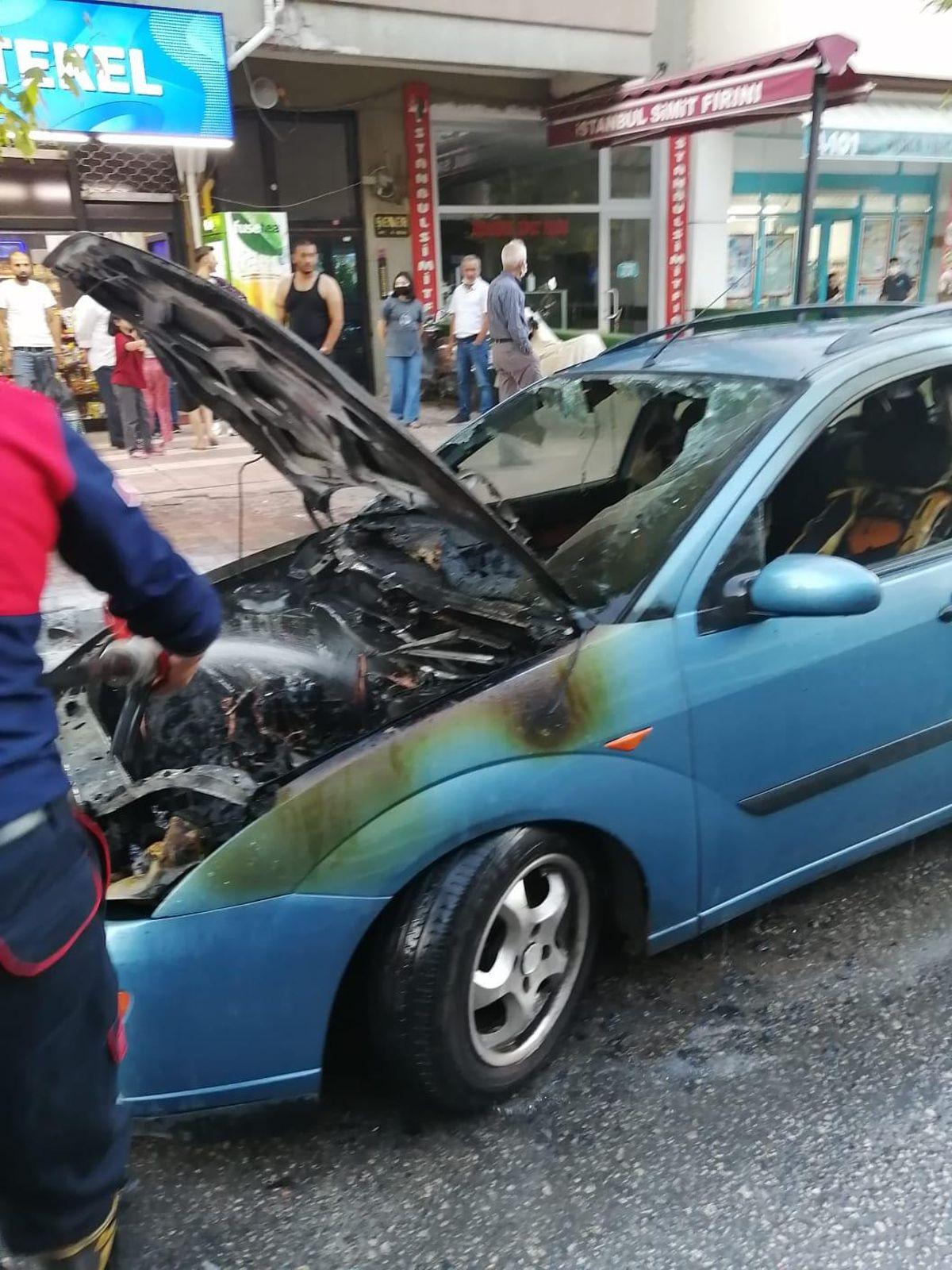 Amasya'da park halindeki araç yandı