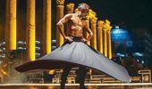 İzmir'deki bir etkinlikte dans eden yarı çıplak semazen tepkilere neden oldu