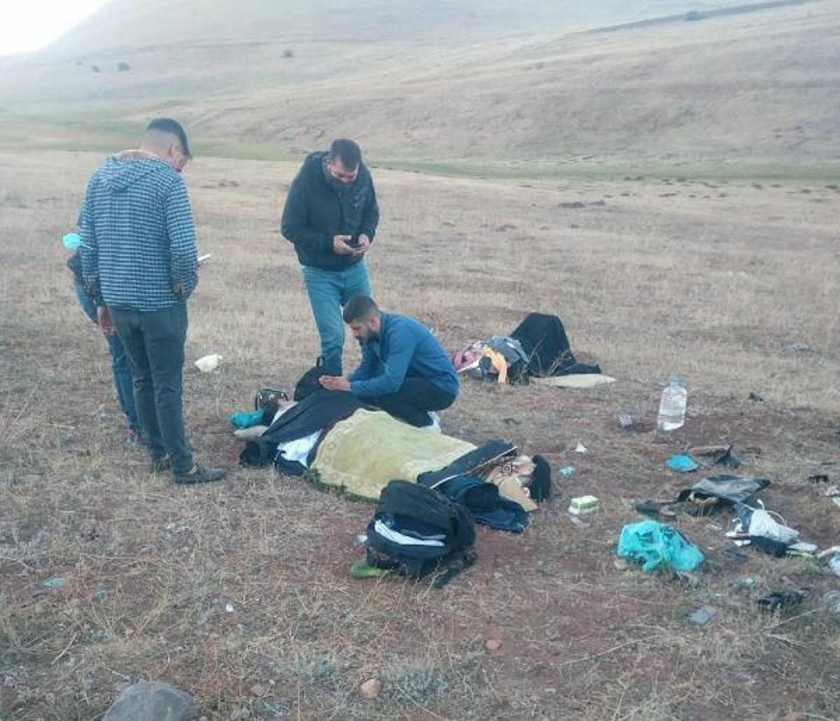 Son dakika haberi... Şarampole devrilen otomobildeki 1 bebek öldü, 3 kişi yaralandı