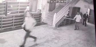 Madde Bağımlısı: Son dakika haber: Sultangazi'de imama sopalı saldırı girişimi kamerada