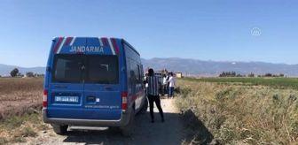 Kumlu: Sulama kanalına düşen kamyonetteki 4 işçi yaralandı