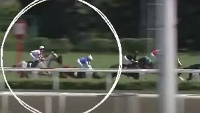 Son yarışı oldu! Veliefendi'de atıyla yere yığılan kadın jokey, hayatını kaybetti