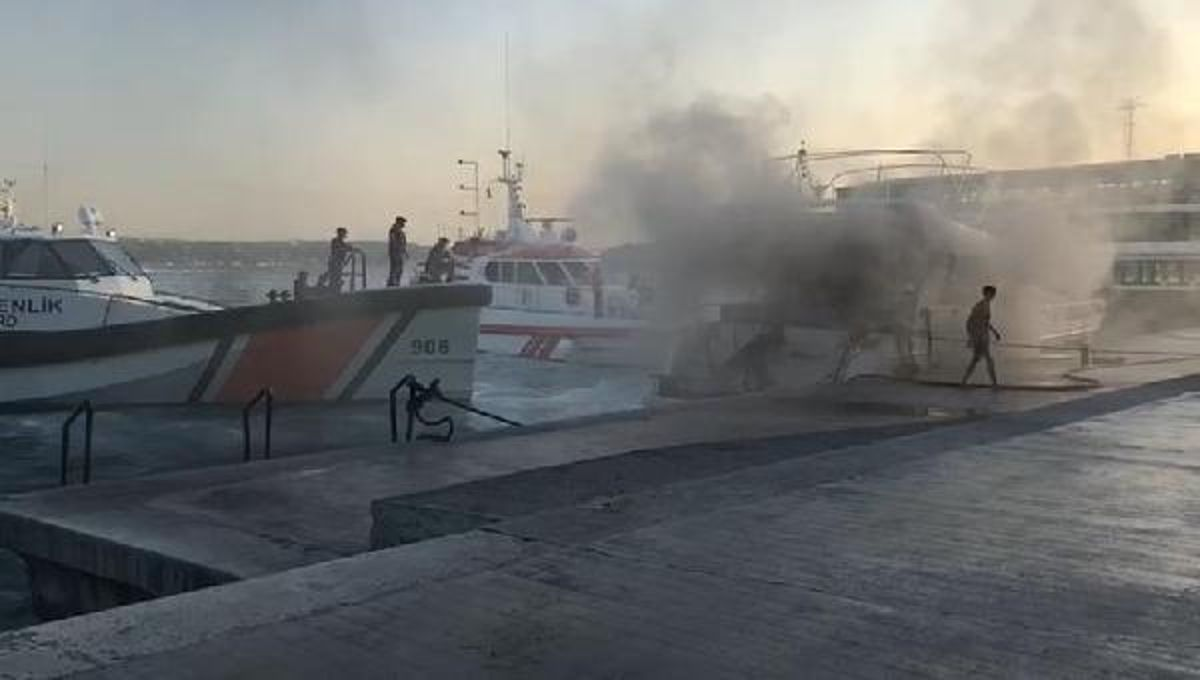 Son dakika haberi! Bebek açıklarında tekne yangını -1