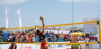 Adil Kırgöz: Dikili'de plaj voleybolu şampiyonası son buldu