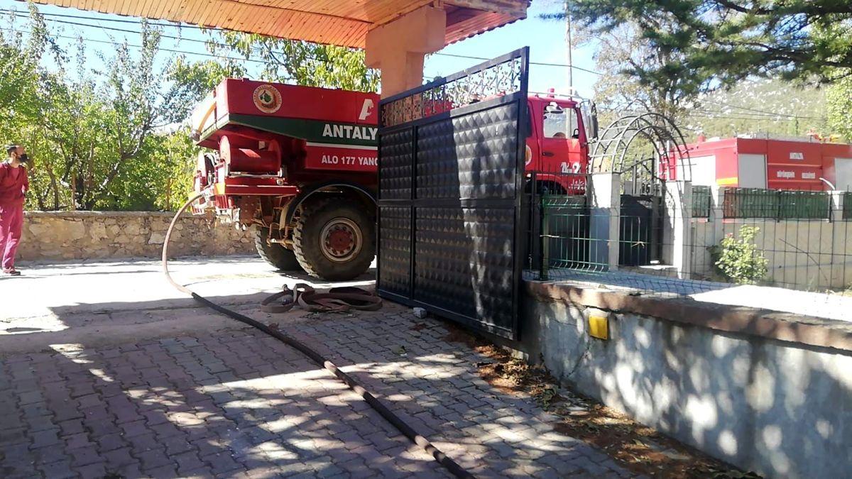 Son dakika haber: Antalya'da dubleks ev çıkan yangında küle döndü