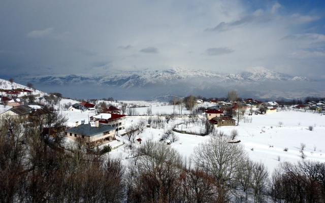 Doğu'da karla mücadele edilirken, Bodrum'da tatilciler denizin keyfini sürdü