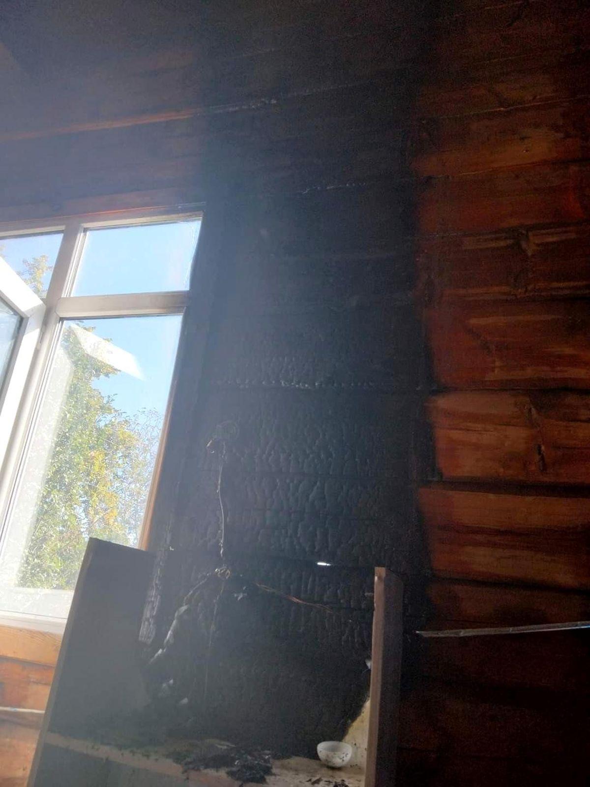 Camide çıkan yangını cemaat büyümeden söndürdü