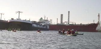 Greenpeace: ROTTERDAM - Hollanda'da Greenpeace üyeleri petrol rafinerisinin girişini kapattı