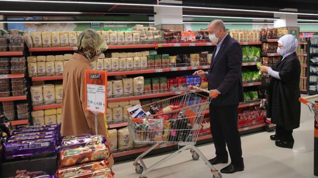 Cumhurbaşkanı Erdoğan, Tarım Kredi Kooperatifi'nde alışveriş arabalarını 1000 TL'ye doldurdu