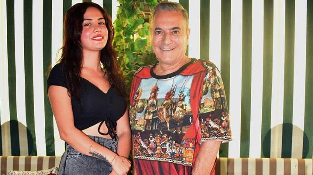 Şarkıcı Ece Ronay, Mehmet Ali Erbil'in kendisine attığı mesajları ifşa etti