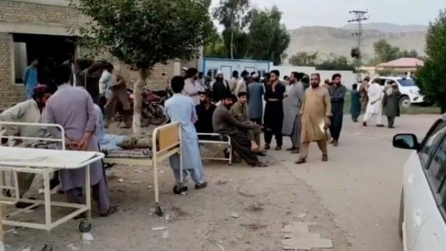 Pakistan'da 5,9 büyüklüğünde deprem! 6'sı çocuk 20 kişi öldü, 300'ün üzerinde yaralı var