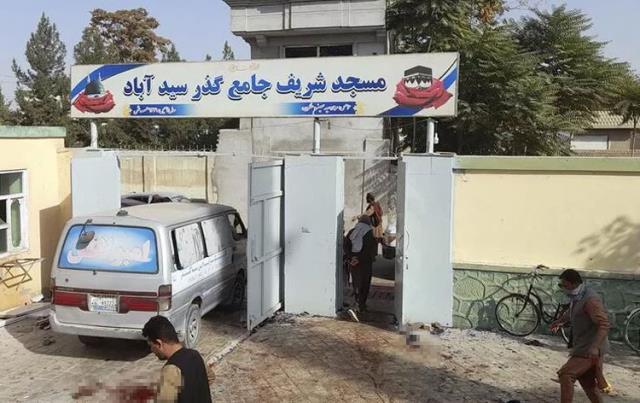 Son Dakika! Afganistan'da cuma namazı sırasında bir camiye bombalı saldırı düzenlendi: 50 ölü, 90 yaralı