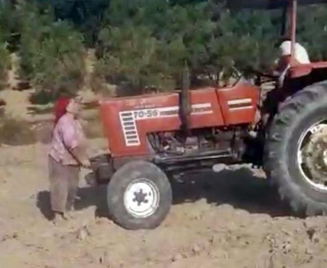 Kardeşlerin miras kavgasında inanılmaz görüntüler! Ablalarının saçlarını yolup üzerinden traktörle geçtiler