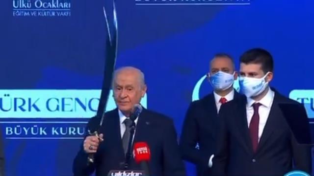 MHP lideri Bahçeli gençlere seslendi: Elinizde her zaman kalem, yeri geldiğinde de Zülfikar bulunsun