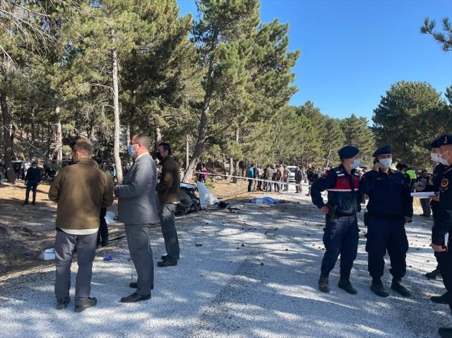 Afyonkarahisar'da öğrenci servisi devrildi: 4'ü öğrenci 5 kişi öldü, 3 kişi yaralandı