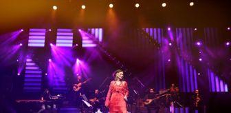 Açıkhava Tiyatrosu: Yıldız Tilbe soğuk havada şarkılarıyla ısıttı