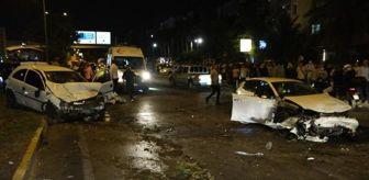 Kepez: Karşı şeride geçen otomobil, 2 araca çarptı: 1'i ağır 4 yaralı
