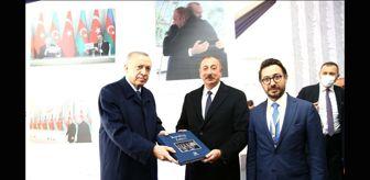 Anadolu Ajansı: Cumhurbaşkanı Erdoğan ve Aliyev, Karabağ'daki AA sergisinde milli SİHA'ların öncüsü Özdemir Bayraktar'ı yad etti