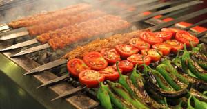 Antalyada karışık ızgara yiyen turistlere dudak uçuklatan hesap
