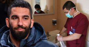 Arda'nın takım arkadaşı olan futbolcu, şimdi lavaboları temizliyor