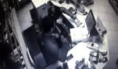 Akaryakıt istasyonu soygunu kamerada! Paraları poşetleyip kaçtı