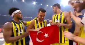 Fenerbahçeli Dixon, Türk bayrağı çıkışıyla gönülleri fethetti