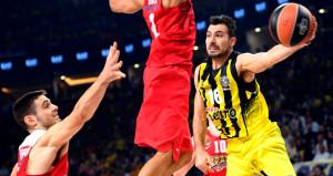 Fenerbahçeli oyuncu Yunan bayrağını unutunca küplere bindiler