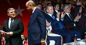 Törende dikkat çeken kare: Erdoğan ile Gül yan yana