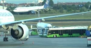 Kıbrıs yolcusunun uçakta hostese verdiği not panik yarattı